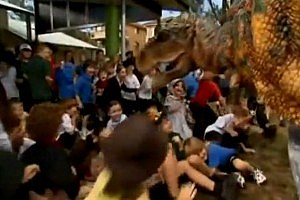 Dinosaur Scares Australian School Children [VIDEO]