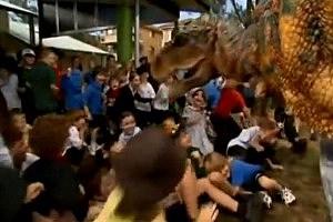 Dinosaur Scares Australian School Children [VIDEO]
