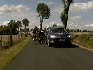 Car Appears to Intentionally Turn Into Riders at Tour De France [VIDEO]