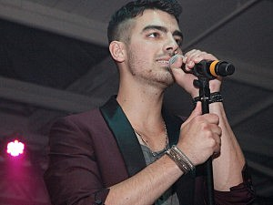 Joe Jonas Booed, Hit by Mini-Basketballs at Brooklyn Event